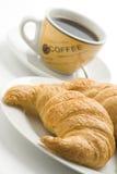 Prima colazione continentale di caffè e dei croissants fotografia stock libera da diritti