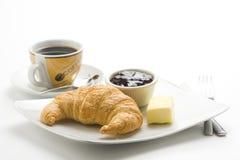 Prima colazione continentale di caffè e dei croissants immagini stock libere da diritti