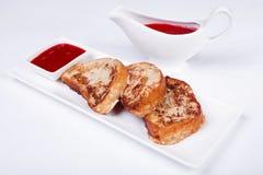 Prima colazione continentale - pane tostato, inceppamento Immagine Stock