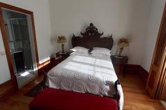 Prima colazione del abd del letto in Camera classica Fotografia Stock Libera da Diritti