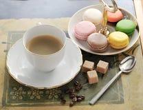 Prima colazione del caffè con il macaron del francese dei biscotti Immagini Stock Libere da Diritti