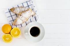 Prima colazione del caffè del croissant Immagini Stock Libere da Diritti