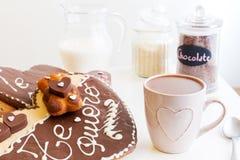 Prima colazione del giorno di Valentineromantico, spuntino fotografie stock libere da diritti