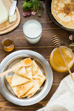 Prima colazione deliziosa con i pancake Immagine Stock