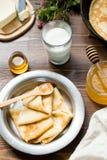 Prima colazione deliziosa con i pancake Fotografia Stock Libera da Diritti