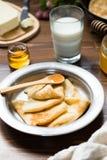 Prima colazione deliziosa con i pancake Fotografia Stock