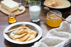 Prima colazione deliziosa con i pancake Immagini Stock Libere da Diritti