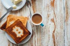 Prima colazione dell'uomo d'affari con caffè e pani tostati Fotografia Stock