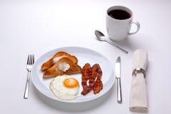 Prima colazione dell'uovo e della pancetta affumicata Fotografia Stock Libera da Diritti
