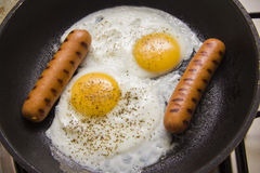 Prima colazione della proteina sulla pentola Fotografie Stock