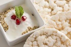 Prima colazione delle luci e sana con yogurt Fotografia Stock