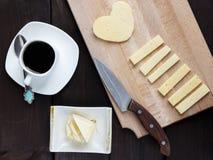 Prima colazione di mattina con caffè e un certo formaggio Fotografia Stock