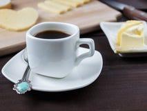 Prima colazione di mattina con caffè e un certo formaggio Fotografie Stock Libere da Diritti