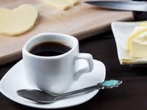 Prima colazione di mattina con caffè e un certo formaggio Immagine Stock