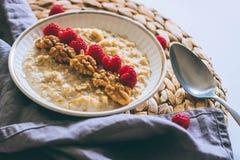 Prima colazione di mattina, farina d'avena in latte Immagini Stock