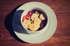 Prima colazione e frutta!! un giorno piacevole fotografia stock