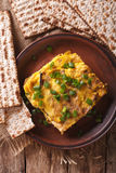 Prima colazione ebrea: brei del matzah con il primo piano delle cipolle verdi Vertic Fotografia Stock