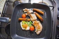 Prima colazione fritta sulla pentola Fotografia Stock Libera da Diritti