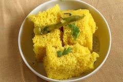 Prima colazione indiana - Khaman Dhokla fotografie stock