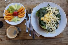 Prima colazione leggera per attivare il giorno fotografie stock