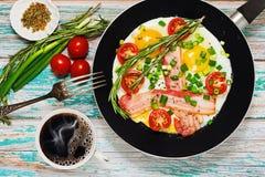 Prima colazione nutriente tradizionale con il concetto del caffè fotografia stock libera da diritti