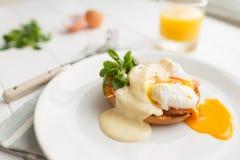 Prima colazione sana con gli uova affogate Fotografia Stock Libera da Diritti