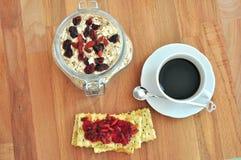 Prima colazione sana con i mirtilli rossi ed il caffè Fotografia Stock