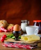 Prima colazione sana con l'uovo ed il formaggio Fotografie Stock Libere da Diritti