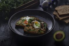 Prima colazione sana con le uova immagini stock libere da diritti