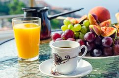 Prima colazione sana di vacanza europea immagine stock libera da diritti