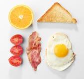 Prima colazione saporita con l'uovo fritto fotografia stock