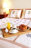 Prima colazione su una base in una camera di albergo fotografia stock libera da diritti