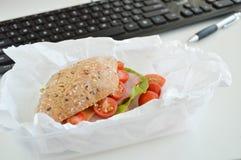 Prima colazione sul lavoro Alimento nell'ufficio Fotografia Stock