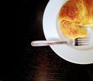 Prima colazione sulla tavola scura fotografie stock