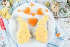 Prima colazione sveglia e divertente per Pasqua Fotografie Stock