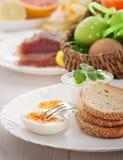 Prima colazione tradizionale di Pasqua Fotografia Stock