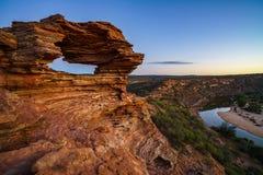 Prima di alba alla finestra delle nature nel parco nazionale di kalbarri, Australia occidentale 7 fotografia stock libera da diritti