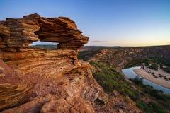 Prima di alba alla finestra delle nature nel parco nazionale di kalbarri, Australia occidentale 8 immagine stock libera da diritti