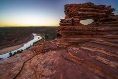 Prima di alba alla finestra delle nature nel parco nazionale di kalbarri, Australia occidentale 13 fotografia stock libera da diritti