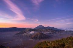 Prima di alba alla montagna di Bromo Immagine Stock