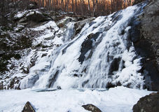 Prima luce sopra la cascata congelata Immagine Stock Libera da Diritti