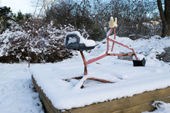 Prima neve dell'anno in un campo da giuoco Fotografie Stock Libere da Diritti