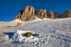Prima neve in montagne E r immagini stock libere da diritti