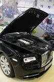 Prima volta di Rolls Royce Dawn indicata sull'Expo 2017 dell'automobile di Bratislava con il coperchio aperto del cappuccio ed il Fotografia Stock