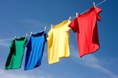 Primaire Gekleurde T-shirts Stock Foto