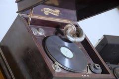 Primaphone有针球员的内阁留声机唱片的 库存图片