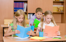 Primary school children in the classroom reading books Stock Photography