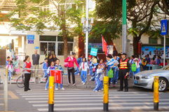 Primary school traffic intersection, parents volunteer to help maintain traffic safety order Stock Images