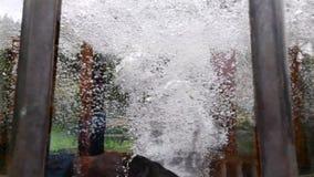 Primavera de agua mineral Fernando en la gran ciudad Marianske Lazne Marienbad del balneario almacen de video