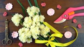 Primavera de arriba con las flores frescas hermosas Fotos de archivo